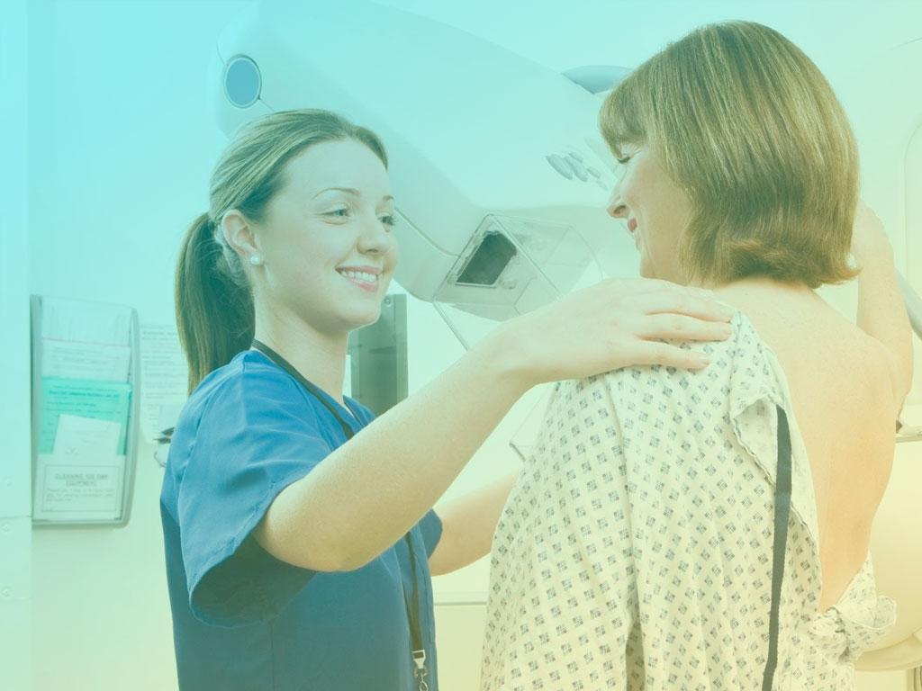 Médicos discutem a idade certa para fazer mamografia